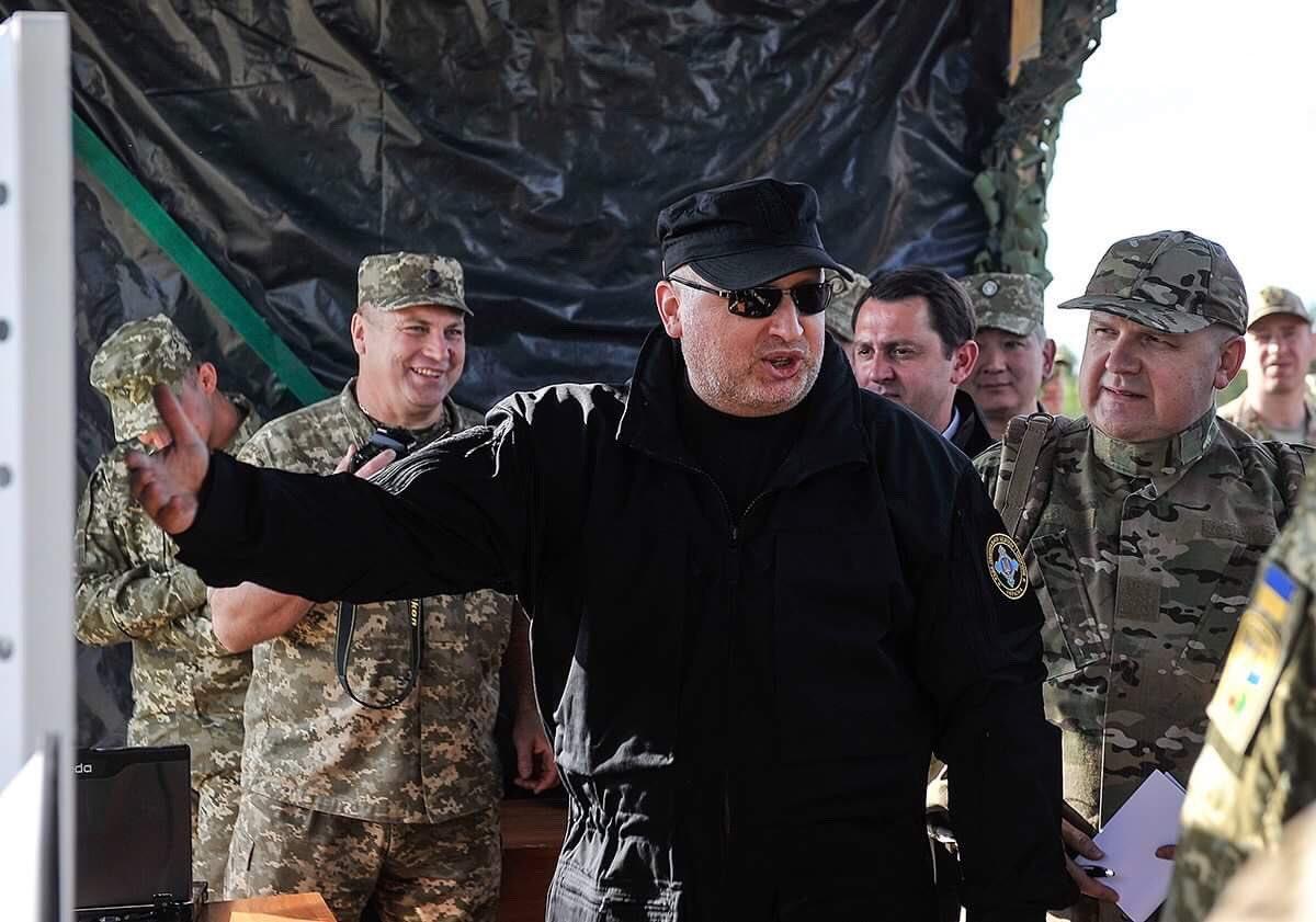 امريكا توافق على تزويد اوكرانيا بصواريخ مضادة للدبابات.  Dd0o0IlV0AAo4MO