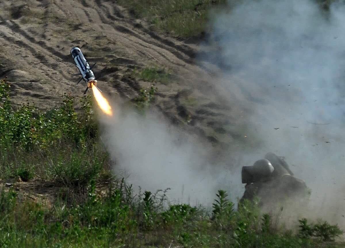 امريكا توافق على تزويد اوكرانيا بصواريخ مضادة للدبابات.  Dd0o0MTV0AAXUxf