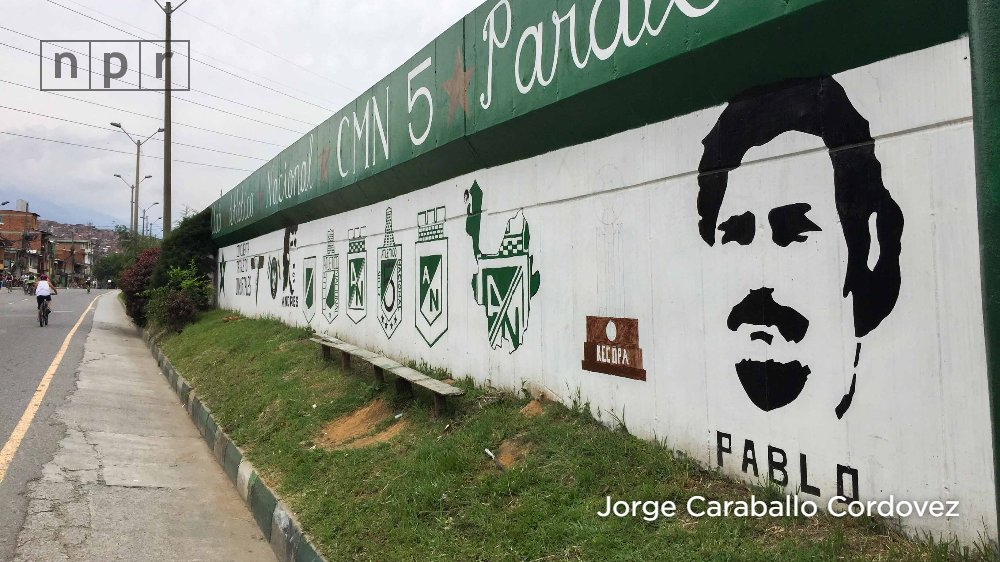 Pablo Escobar died 25 years ago in Medellín, Colombia. Today, despite the suffering he caused, at least 15 tours designed around his life are offered in the city. @radioambulante went on one; hear about it in the latest episode, 'Narco Tours.' https://t.co/9LDQ3QEHBH [in Spanish]