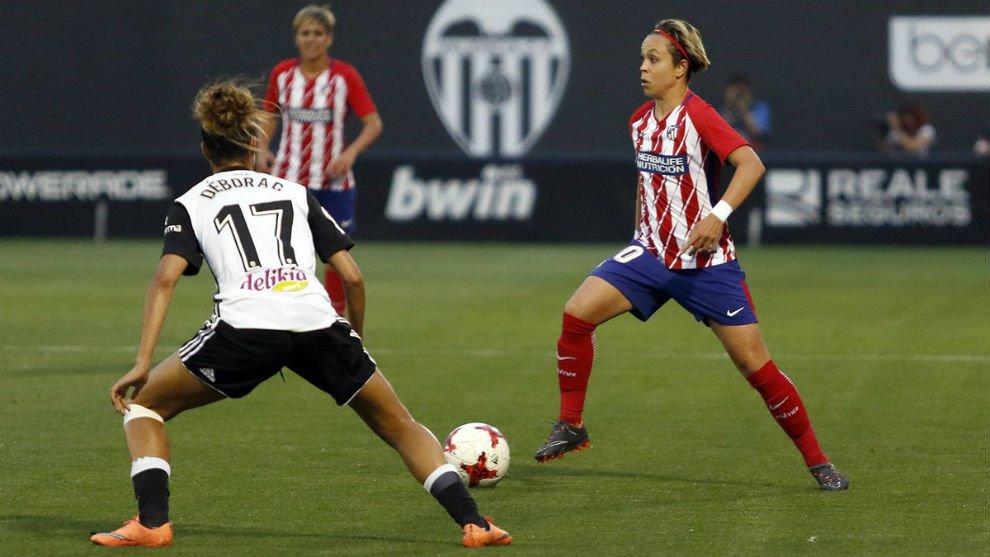 CRÓNICA 📝🎥| El @AtletiFemenino se convierte en el primer semifinalista de la #CopaDeLaReina tras ganar también al @VCF_Femenino a domicilio goo.gl/Y4Q7eD