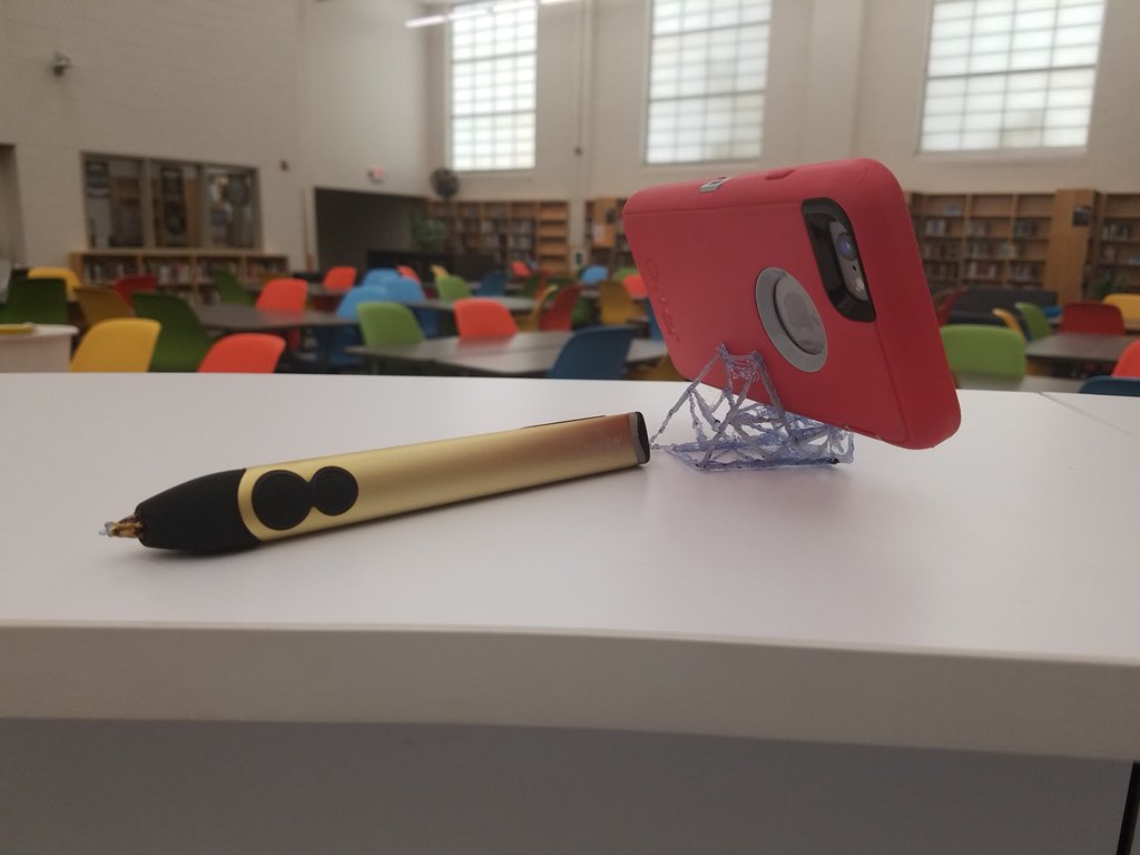 MakerSpace success with the 3D pen @3Doodler! Student made smartphone stand! #FultonCreativeCommons<br>http://pic.twitter.com/k7MkW6O3mH