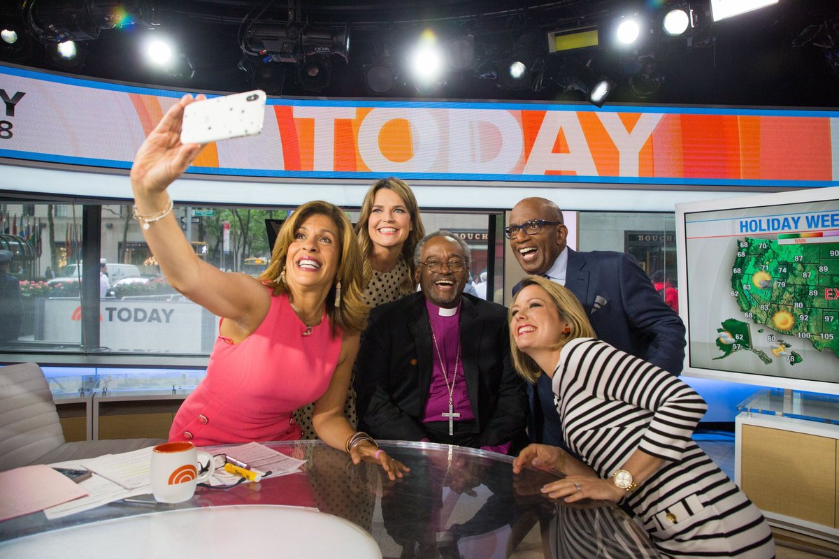 The @todayshow gang getting one #heavenly #selfie with @pb_curry