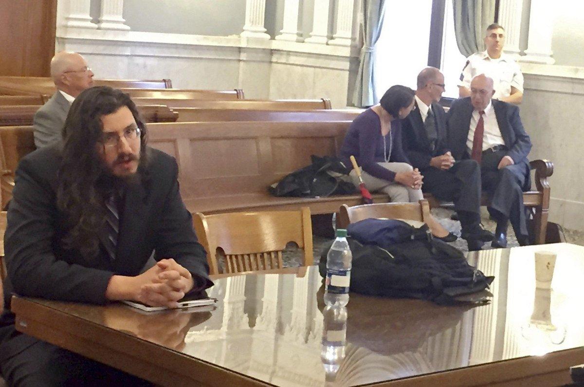Casal americano entra na Justiça para obrigar filho de 30 anos a sair de casa - e vence https://t.co/0aF0eil8C8 #G1