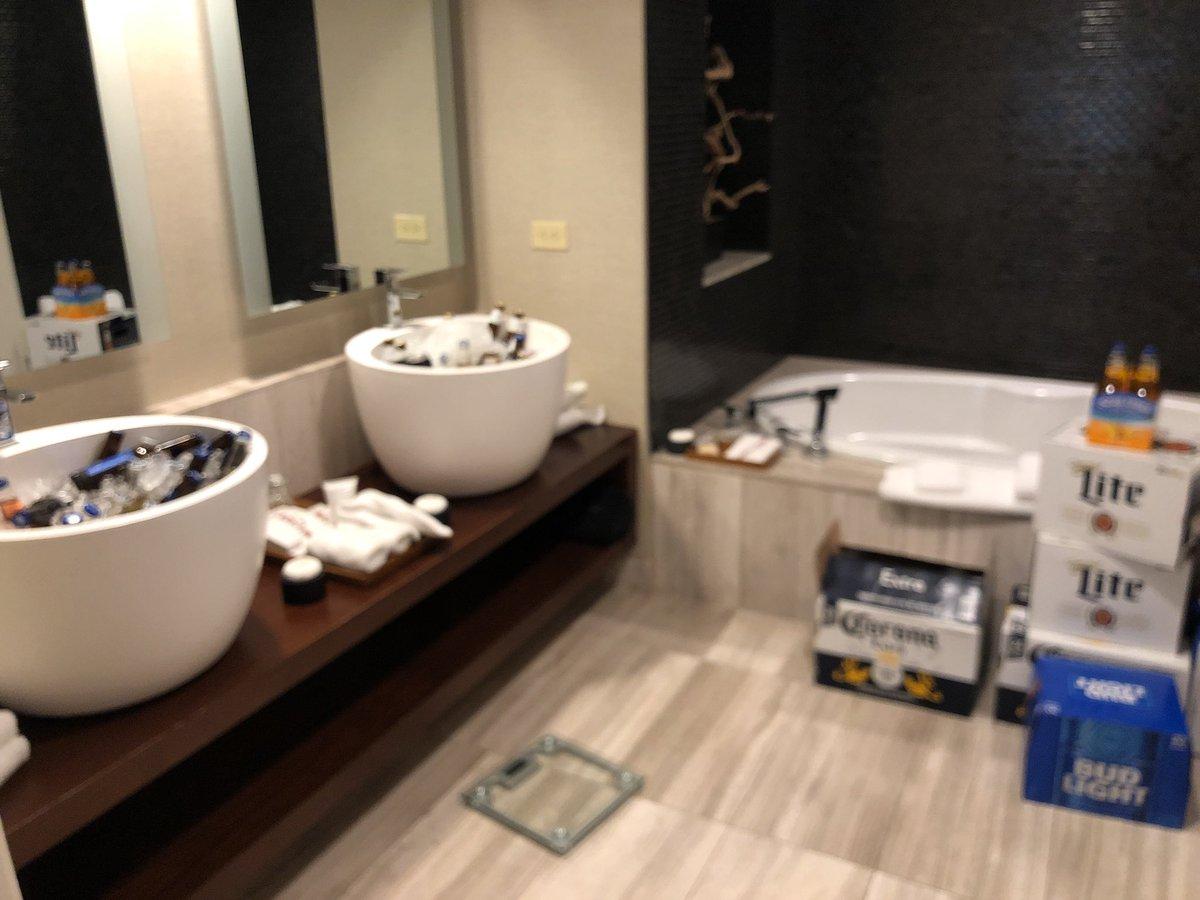 """Heather Mahalik on Twitter: """"Now this is a bathroom setup! Thanks @MagnetForensics… """""""