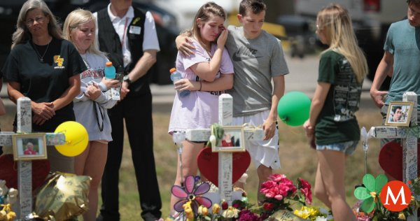'Mi hijo no es un criminal, es una víctima': así defienden al autor de la masacre en #Texas https://t.co/z4i4l9a8Xo https://t.co/1pdyjCR7Dz