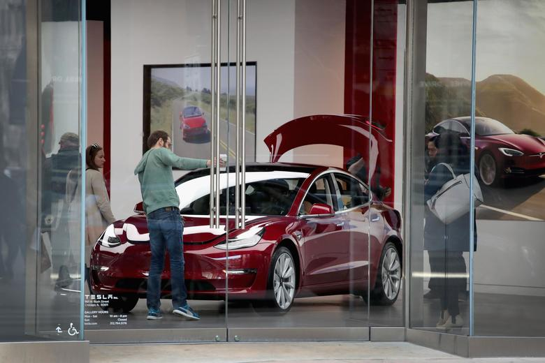 Tesla's long-awaited Model 3 just got a very worrying review. https://t.co/IDQhhYnC7P https://t.co/qkXE4iaRqP