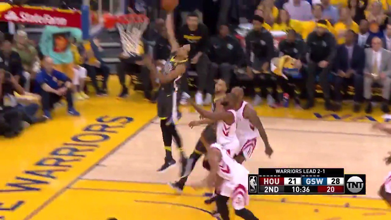 Shaun Livingston coast to coast slam!  #DubNation  ��: @NBAonTNT https://t.co/N55nWSabAi