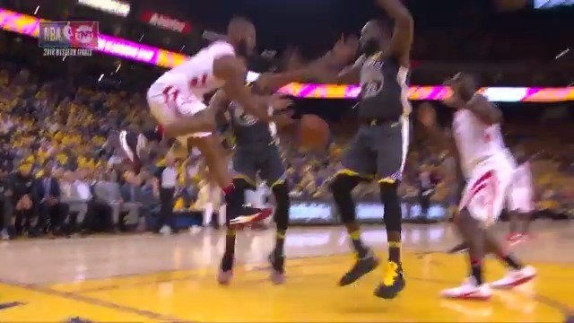 CP3 threads the needle to Capela!  #Rockets 58 | #DubNation 55  ��: @NBAonTNT https://t.co/WEnPPseyHU