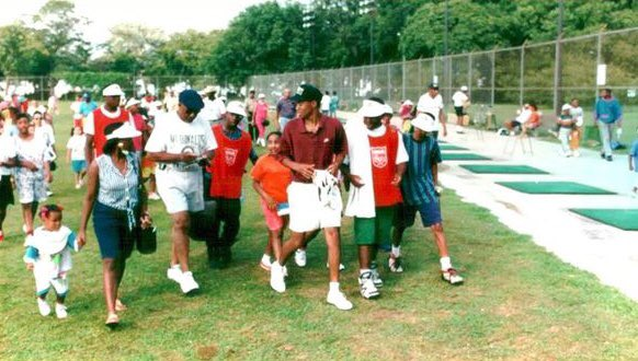 Cool photos in 1993 of @TigerWoods giving a clinic at @JacksonParkAC