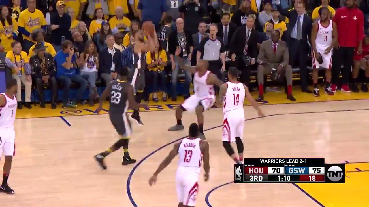 5⃣ TRIPLES in the 3rd for Steph Curry! ����������  #DubNation @NBAonTNT https://t.co/WZ5bot9TBs