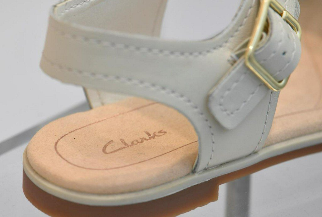 Clarks shoes made in Britain after 12-year hiatus https://t.co/2roJGkBbBJ https://t.co/sKXiaXK3sQ