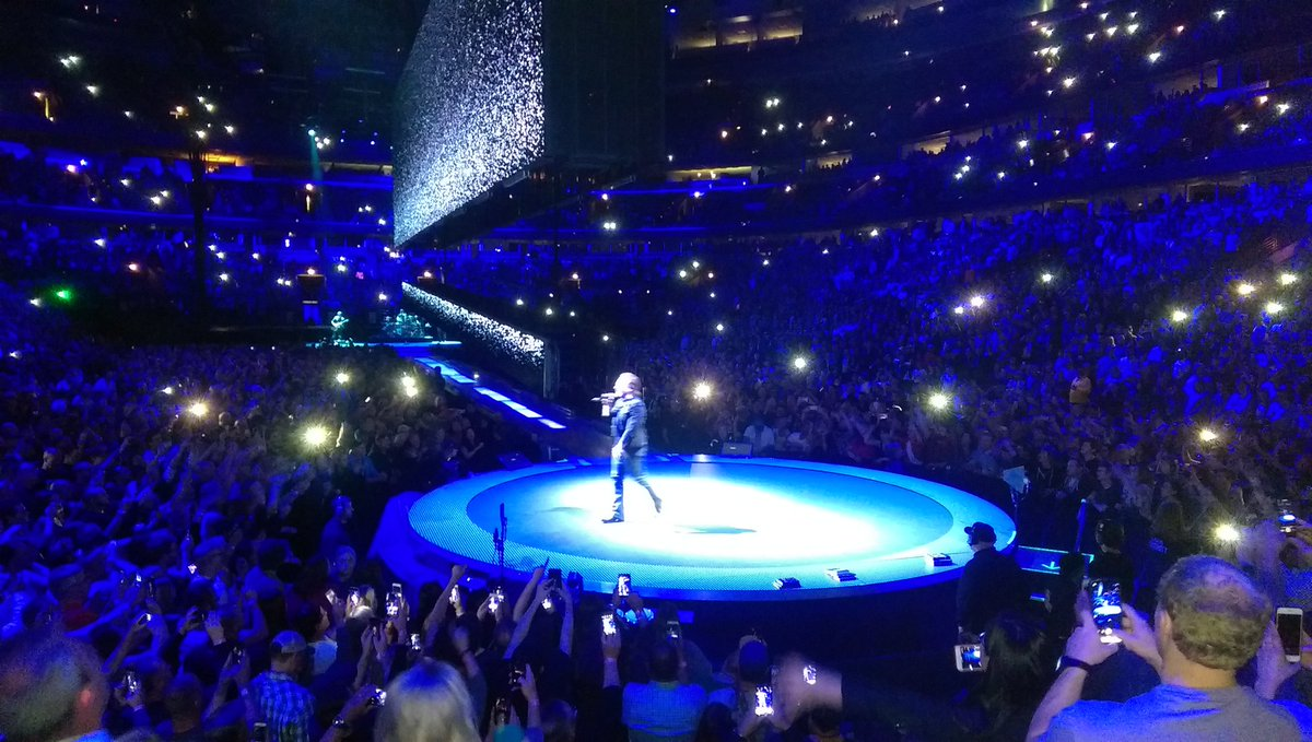 Thanks to @U2 for an enjoyable night at the @UnitedCenter. Concert #5 for me was a blast. #U2eiTour