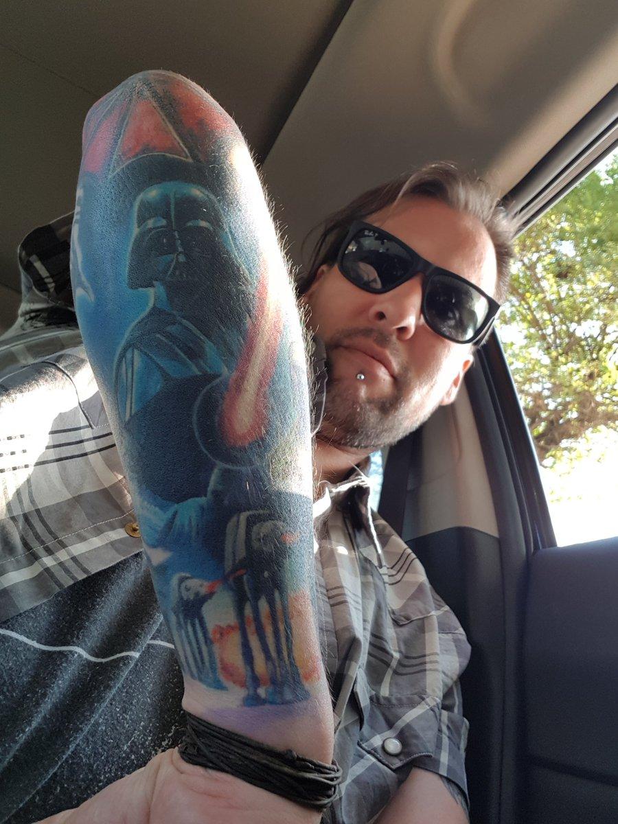 #Geek Awesome of the Day: Colorful #StarWars #DarthVader Arm #Tattoo via @elessar_cl #SamaTattoo