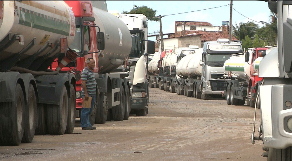 Paralisação dos caminhoneiros chega ao terceiro dia com interdições na Paraíba https://t.co/O5slseIWTi #G1