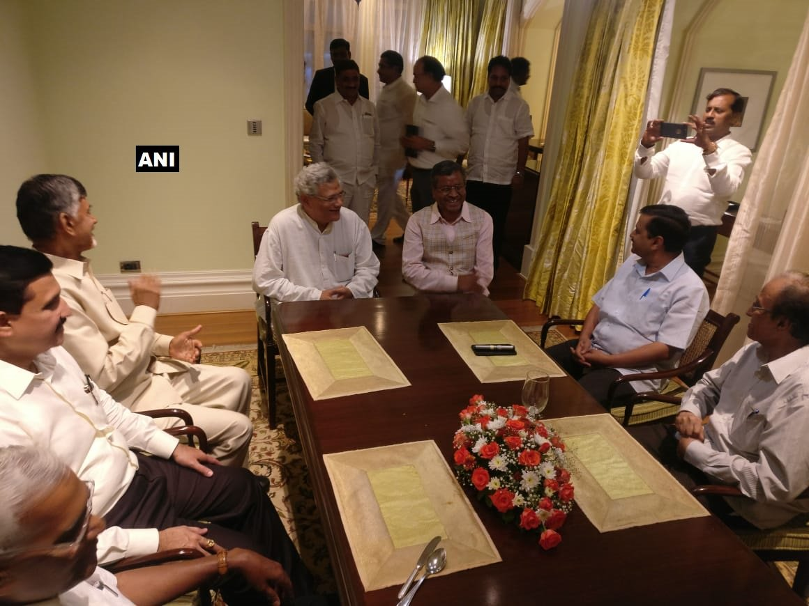 Opposition get-together in Bengaluru ahead of Kumaraswamy's oath  LIVE coverage on https://t.co/hMlRpgak2y Track LIVE updates here: https://t.co/jjHyuh36mH