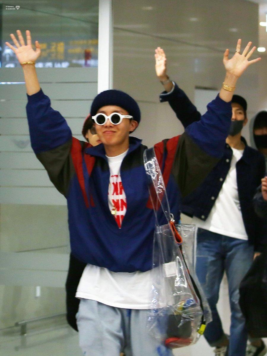 180523 인천입국 HQ \(^0^)/  #jhope #bts #제이홉 #정호석 #방탄소년단 @BTS_twt