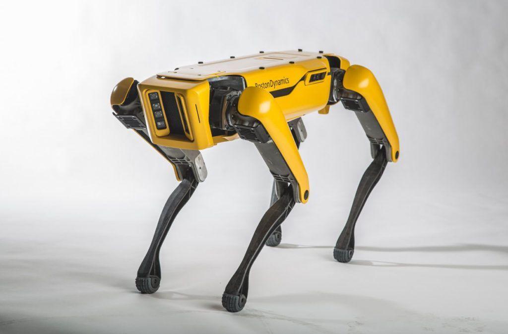 """あのボストン・ダイナミクスの""""ロボット犬""""が、2019年に発売されることが明らかになった。背中にはオプションの装着が可能に。https://t.co/eywArb5z4N"""