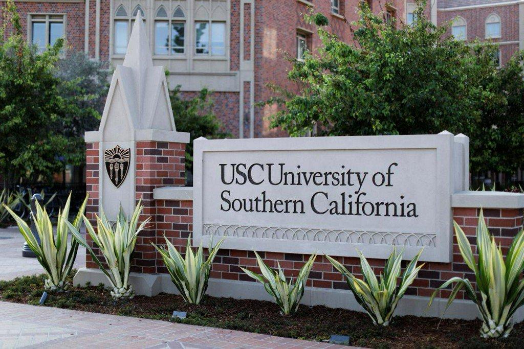 University of Southern California torn by scandal surrounding gynecologist https://t.co/b8dLCIlvAy https://t.co/DhraHDzUGF