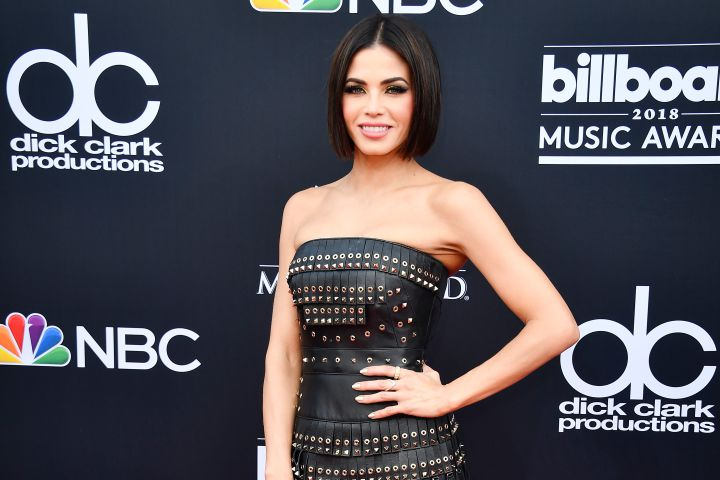 .@JennaDewan reveals the NSFW present @JanetJackson gave her for #ValentinesDay https://t.co/Mu0Su7gxuF