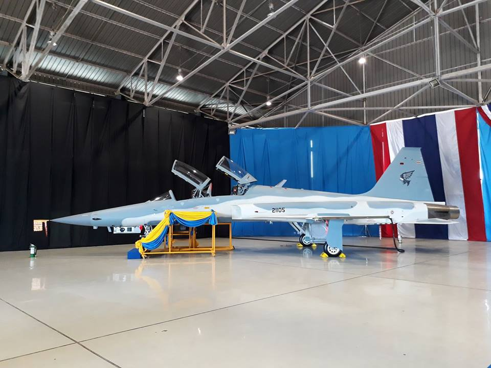 تايلاند تستلم اول نموذج من مقاتلات F-5F Super Tigris Dd46FT7VQAAHLdd