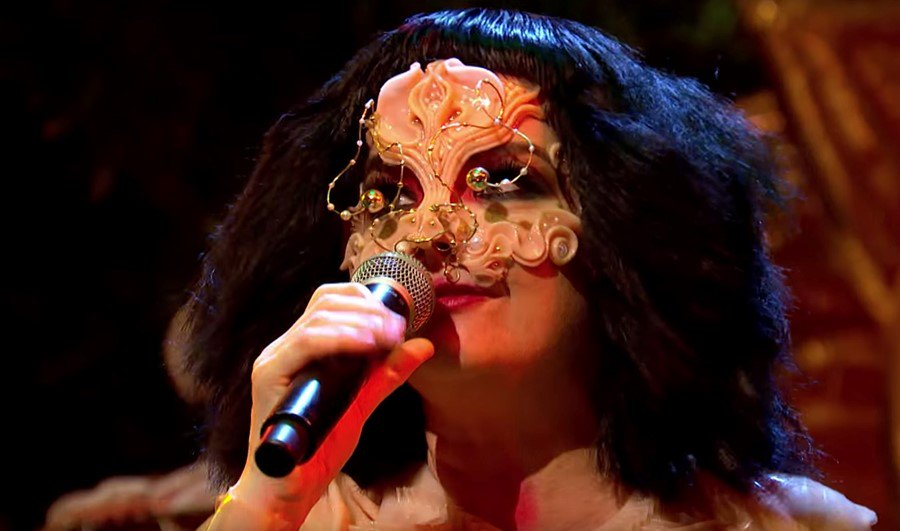 Watch Björk's breathtaking first TV performance in eight years: https://t.co/MwgS4Q5OxU