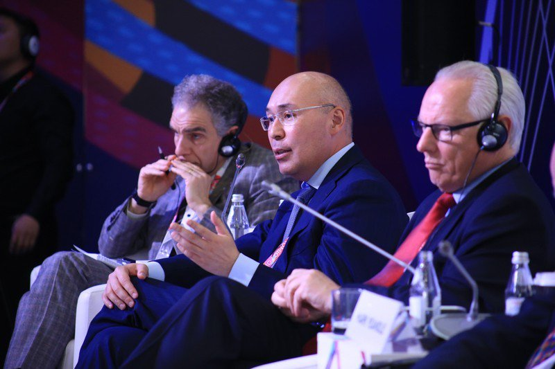 AIFC governor says global finance is shifting to Asia  https:// astanatimes.com/2018/05/aifc-g overnor-says-global-finance-is-shifting-to-asia/ &nbsp; …  #Kazakhstan #Astana #AEF #AEF2018 #GlobalChallengesSummit #AIFC #globalfinances<br>http://pic.twitter.com/VoG4uikYUF
