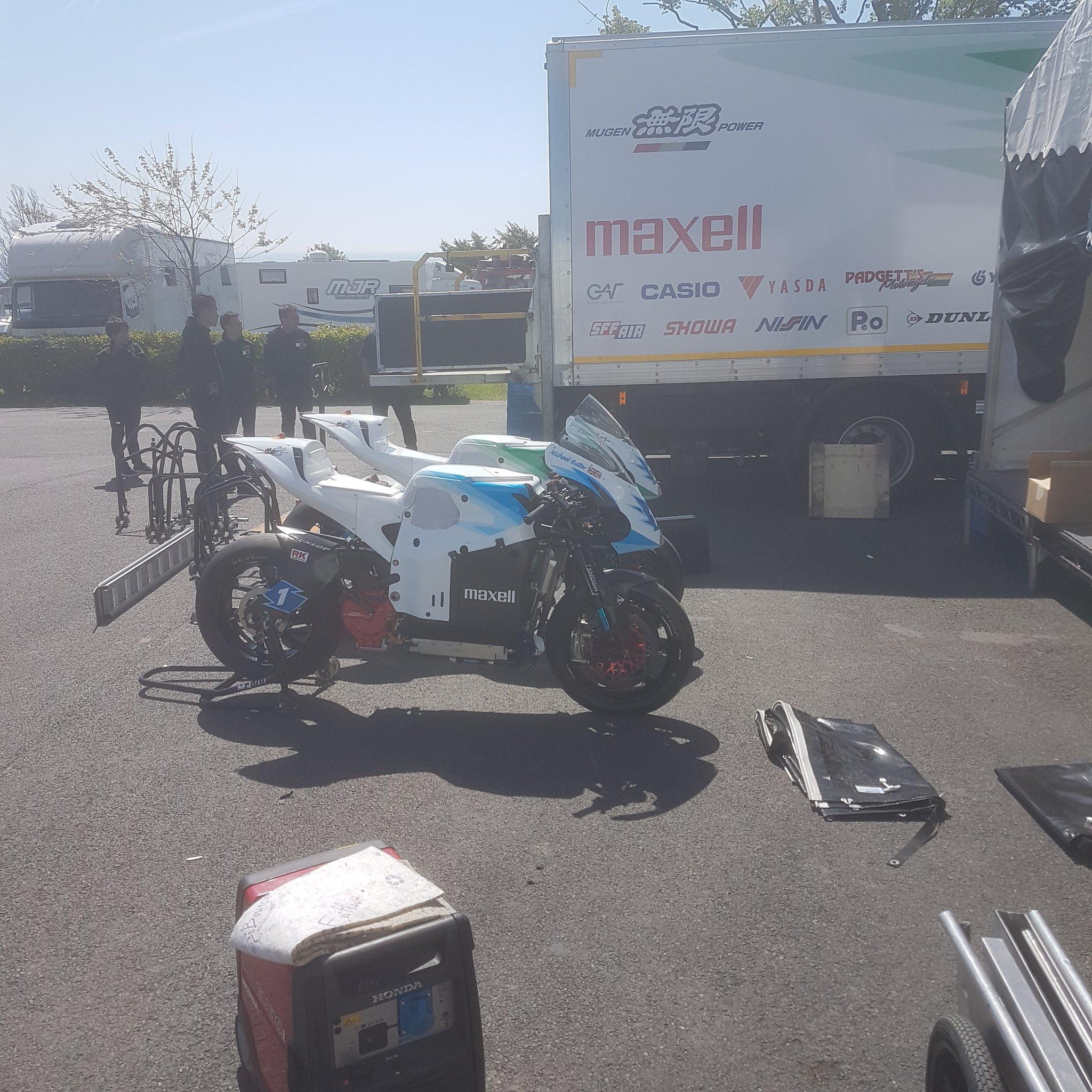 [Road Racing] TT 2018 - Page 2 Dd4KP5dV4AAJAFA