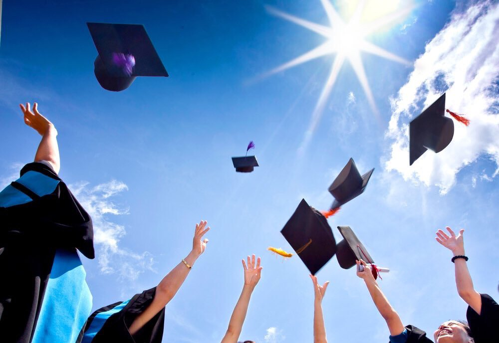 Congratulations to our @ReynSchools graduating class of 2018! Go out and do amazing things!!! #REYNproud #reyngraduation https://t.co/J6LJM0XEJ6