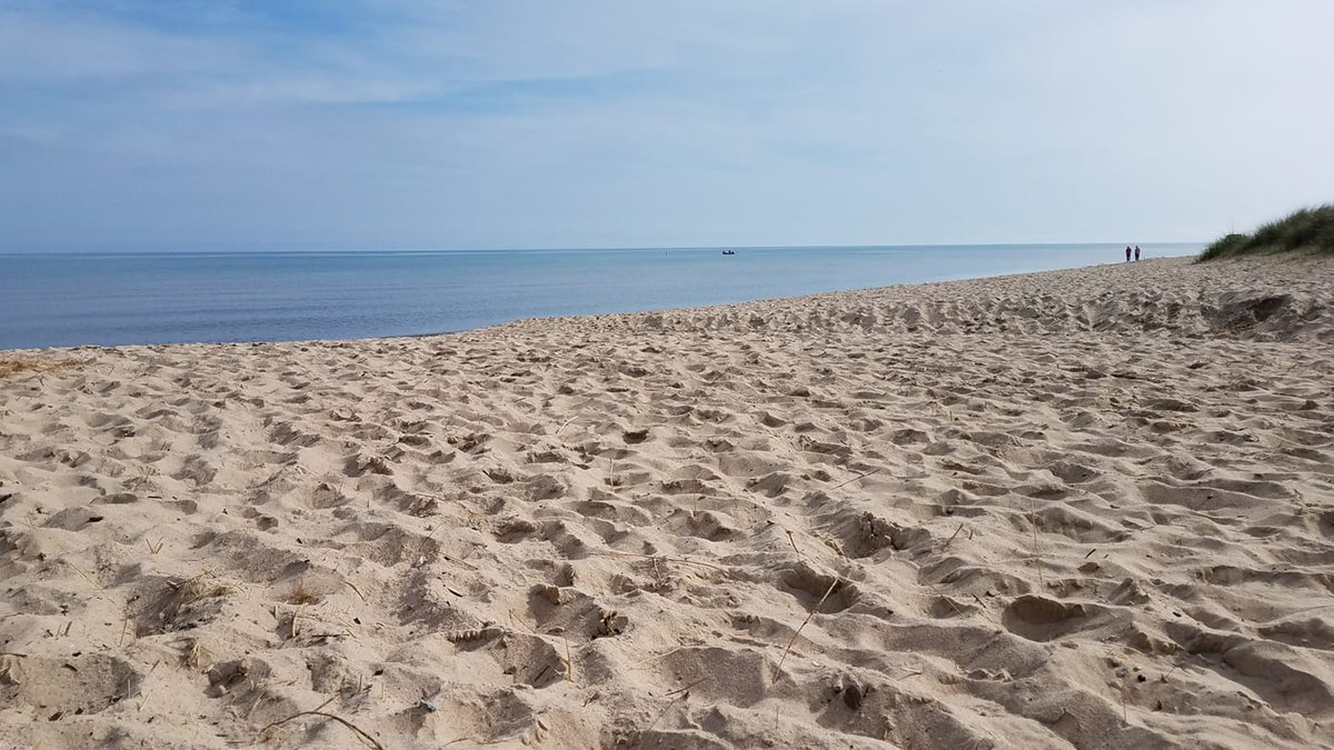 Meanwhile at the lakeshore...Get out and get some sand in your shoes! #findyourPark #nps #midwestNPS #wellnesswednesday #indianadunes #beach #beachlife<br>http://pic.twitter.com/VxJorn8Fo8