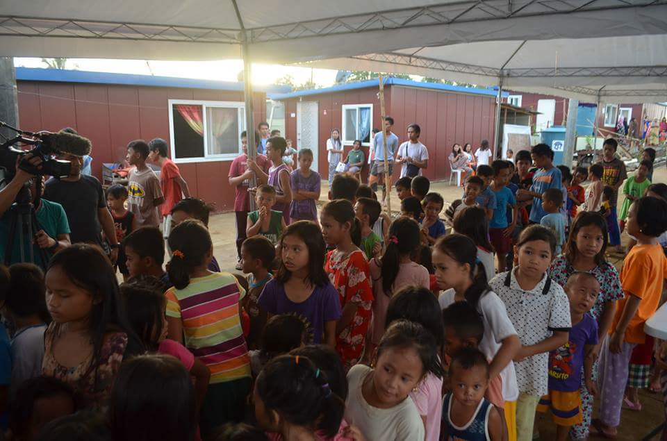 LOOK: Over 12,000 internally displaced persons benefit from today's community iftar spearheaded by the ARMM government in Lanao del Sur. The event was held to  commemorate the first anniversary of the Marawi siege. | via Taj S. Basman