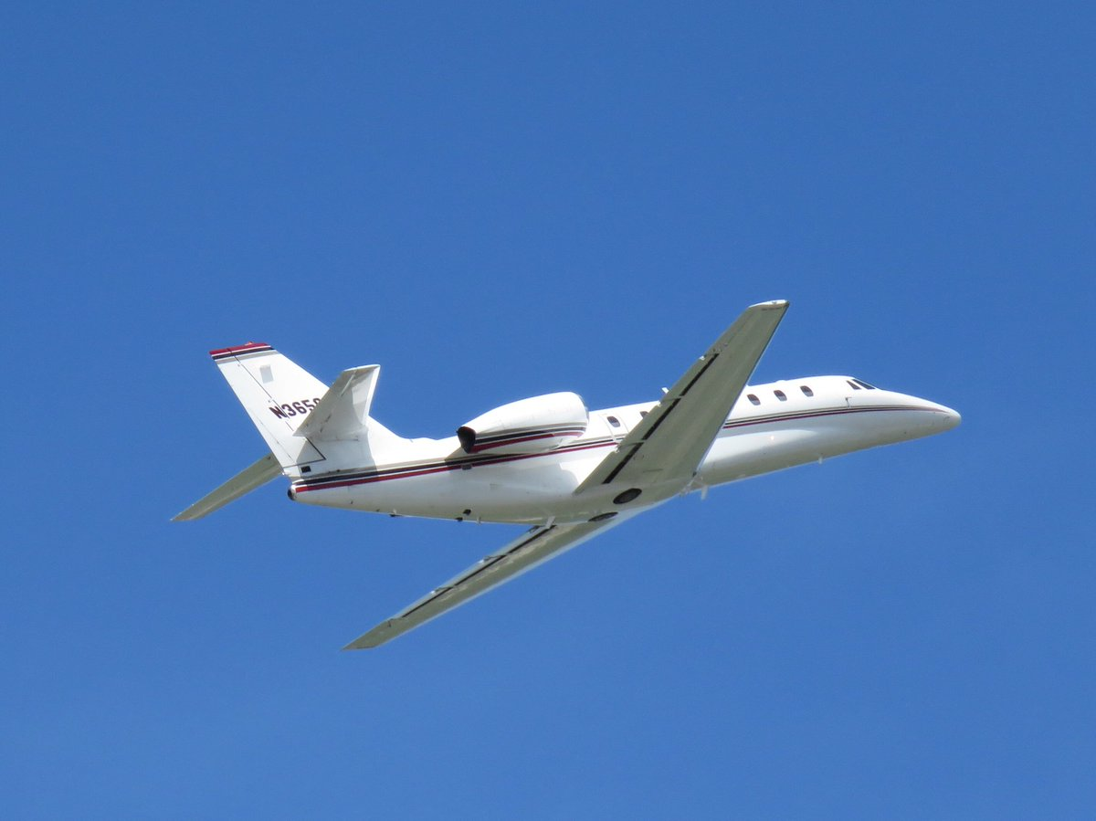 Such a spectacular day to fly! #avgeek #bizjet #airportlife<br>http://pic.twitter.com/uHBIHGWnVW