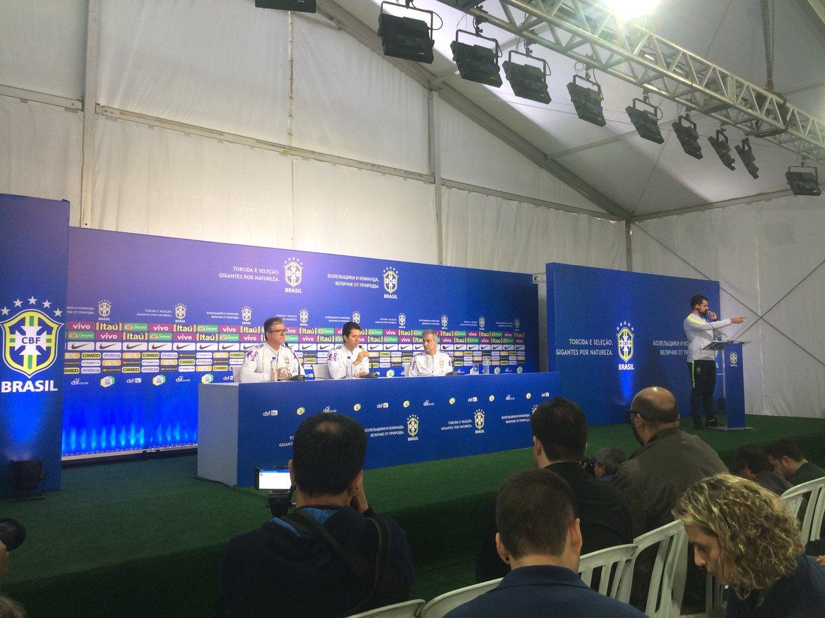 Le docteur Lasmar vient d'expliquer que Douglas Costa avait une lésion musculaire derrière la cuisse depuis dernier match avec la Juventus...il va se soigner et ne va pas déclarer forfait  - FestivalFocus