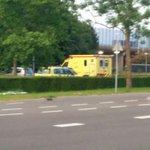 @BarendrechtnuNL - Zojuist drie ambulance met spoed door #Barendrecht: 1 ambulance (via de Henry Dunantlaan) met spoed naar de Vrijenburglaan en twee ambulances (waarvan 1 uit Carnisselande) met spoed naar de Henry Dunantlaan. Hier had een bestuurder van een auto medische hulp nodig (geen ongeval). https://t.co/OiJGUryHZ7