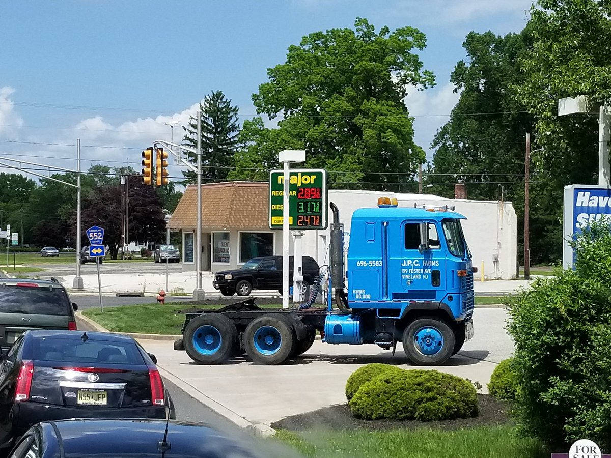 Caught this old #Mack cab over today.  Pretty sick looking.<br>http://pic.twitter.com/5jJ3gPZ9hv