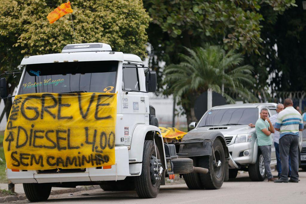 Protesto de caminhoneiros causa desabastecimento em São Paulo. https://t.co/HYUL53HLLk  📷 Fernando Frazão/Agência Brasil