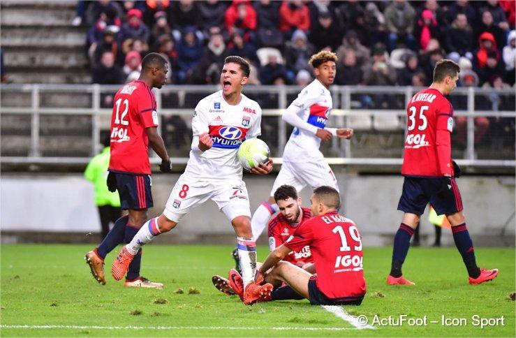 Houssem Aouar : «Pour le match contre Marseille, j'étais dans un état grave, j'ai fini à l'hôpital. J'ai perdu pas mal de kilos. J'ai aidé l'équipe à gagner mais j'ai du serrer les dents pendant le match, j'étais encore faible.» (@SFR_Sport)