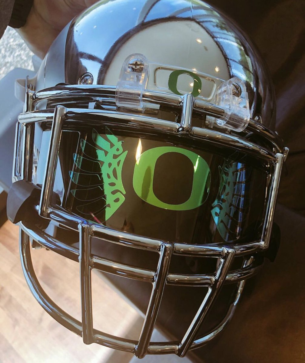 A look at the new visors for @OregonGridiron on their chrome helmets #TBG<br>http://pic.twitter.com/A2YyGWJBan