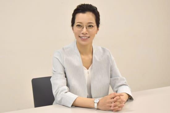 キャリアウーマン風の桜井ユキ