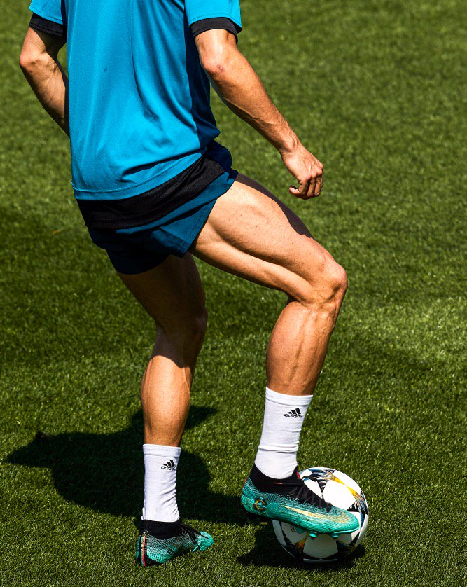 Ronaldo would like to remind everyone not to skip leg day 💪