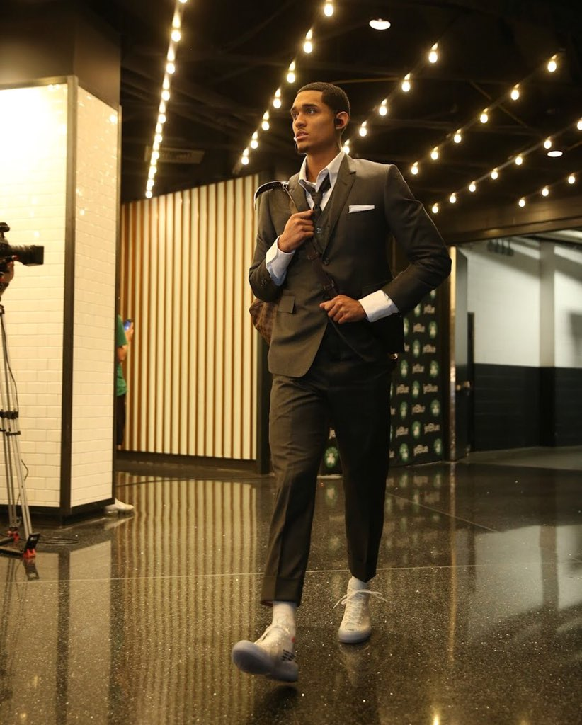 .@JordanClarksons wearing the Off-White Converse Chuck Taylor 70 https://t.co/kJYUlXMLUc