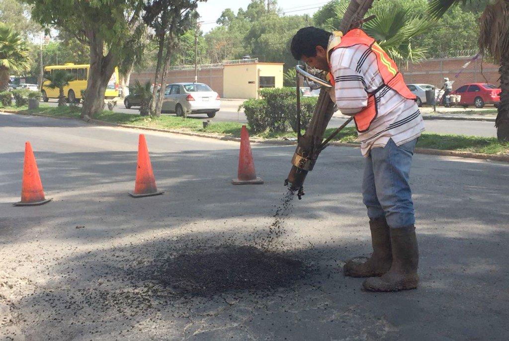 Obras públicas realiza trabajos de bacheo en Fray Diego de laMagdalena https://t.co/wkoZvBVlCx https://t.co/ehyGblZLnY
