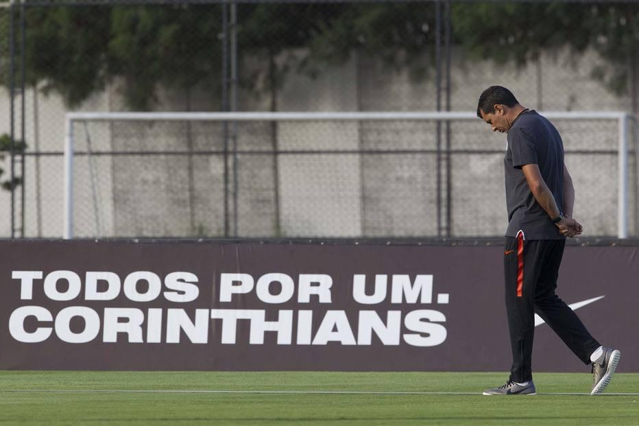 Carille leva três funcionários do @Corinthians, quer mais e Andrés vê 'nova China' https://t.co/KcxVYqWLx7