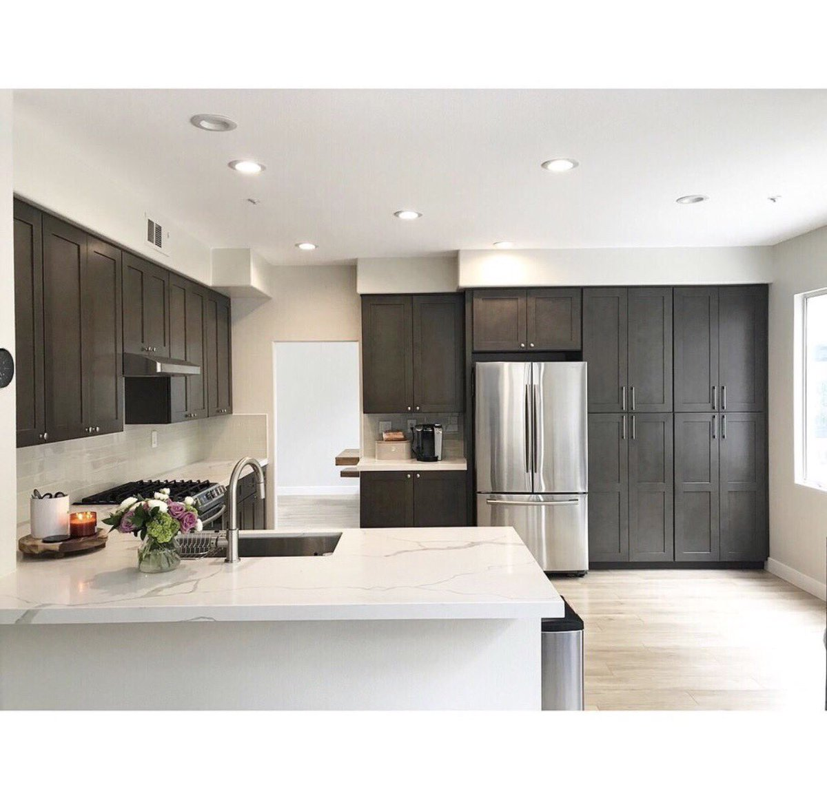 Genuine Materials Inc On Twitter Another Kitchen Remodel Using Our Calacatta Luna Gqe002 Beautiful Contrast With The Darker Cabinets Great Job Jose With Premiere Countertops Genuinequartz Quartz Countertops Prefab Slab Custom