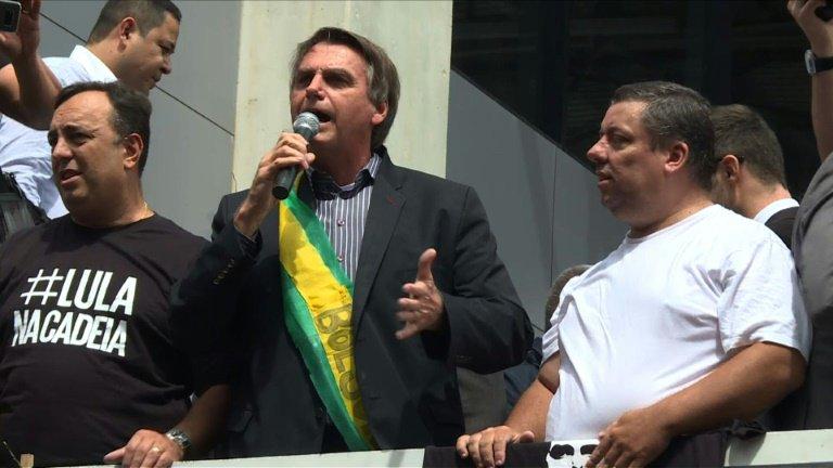 Bolsonaro é vaiado em sabatina em Brasília https://t.co/VlMrIDzfZ1