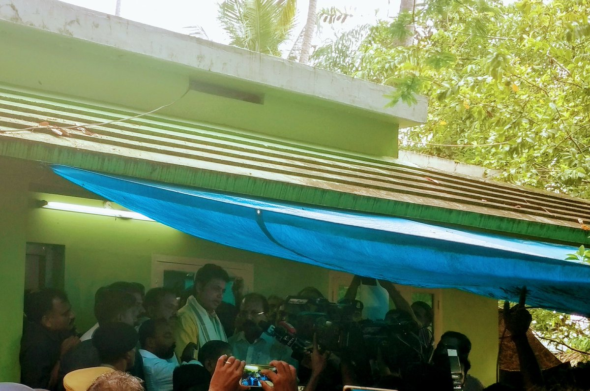 Announced assistance of five lac rupees from #Tripura Government for the family of Late Shri Sreejith during a visit to his residence in Kochi today. In this moment of sorrow, people of Tripura stand firmly with the family of Sreejith. <br>http://pic.twitter.com/i69eUFPDQt