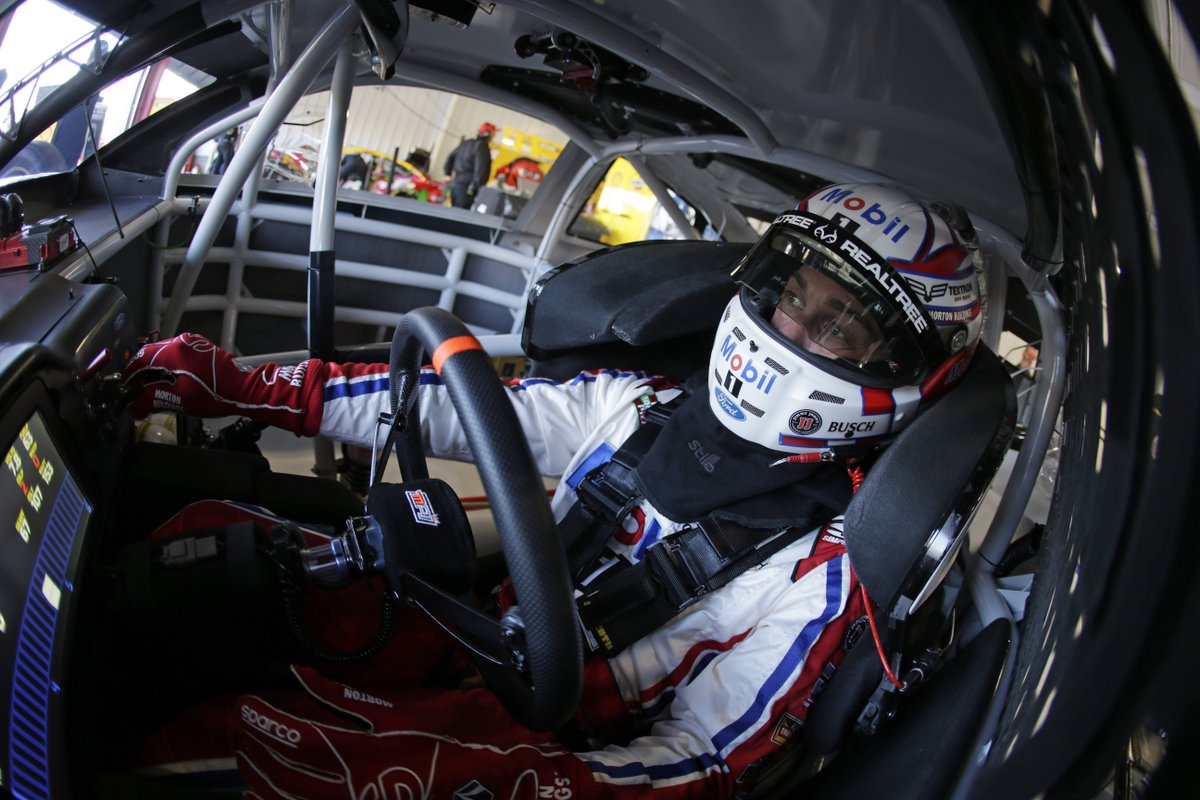 DYK: The last driver to win three consecutive #NASCAR points-paying races in a row twice in one season was Dale Earnhardt Sr. back in 1987. @KevinHarvick is one points-paying race win away from matching that accomplishment.  Tap the  if you think he can do it this weekend.<br>http://pic.twitter.com/bDbNwINcaT