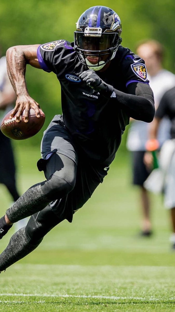 Ravens QB Robert Griffin III is now using a Schutt Vengeance Pro with a version of the OPO facemask paired with a low Adams chinstrap, he last used a Schutt Air XP with an OPO-SW and a SportStar chinstrap while with the Browns.<br>http://pic.twitter.com/QBNWBTqkVf