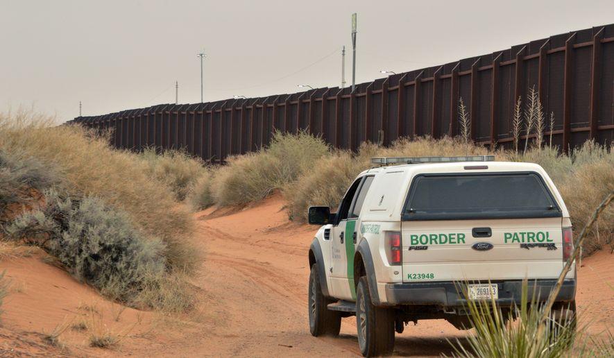 Border Patrol agent kills illegal immigrant after migrant group attacks him https://t.co/NT8KSuPk50