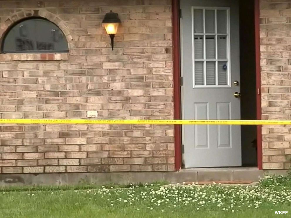 Police in Ohio searching for killer after father was mysteriously left dead in a park as his son was tied up in a home invasion 19 miles away. https://t.co/V5SNiS96ig