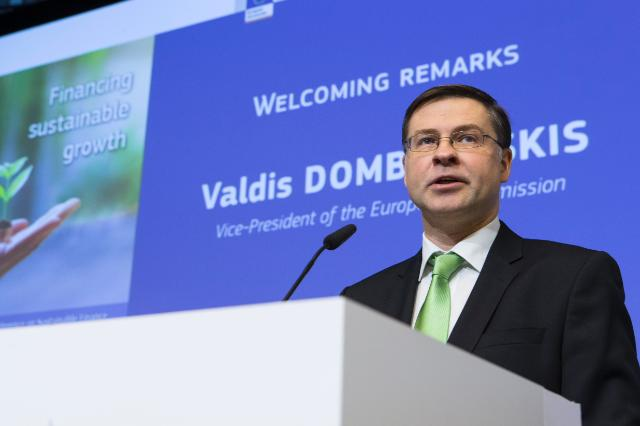 @Vdombrovskis and  @jyrkikatainen press conference is starting now. Watch live   http:// europa.eu/!pT84rb  &nbsp;   #SustainableFinanceEU #SBBS #strongbanks #CMU #InvestEU #ClimateAction #MyMoneyEU #deepeningEMU<br>http://pic.twitter.com/3Exk2DnzLF